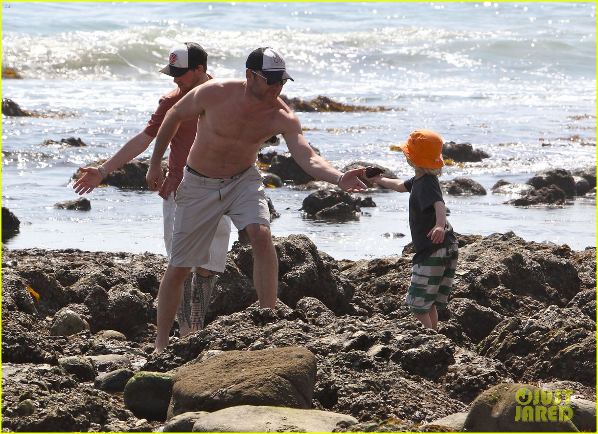naomi watts shirtless liev schreiber family beach day 142836801
