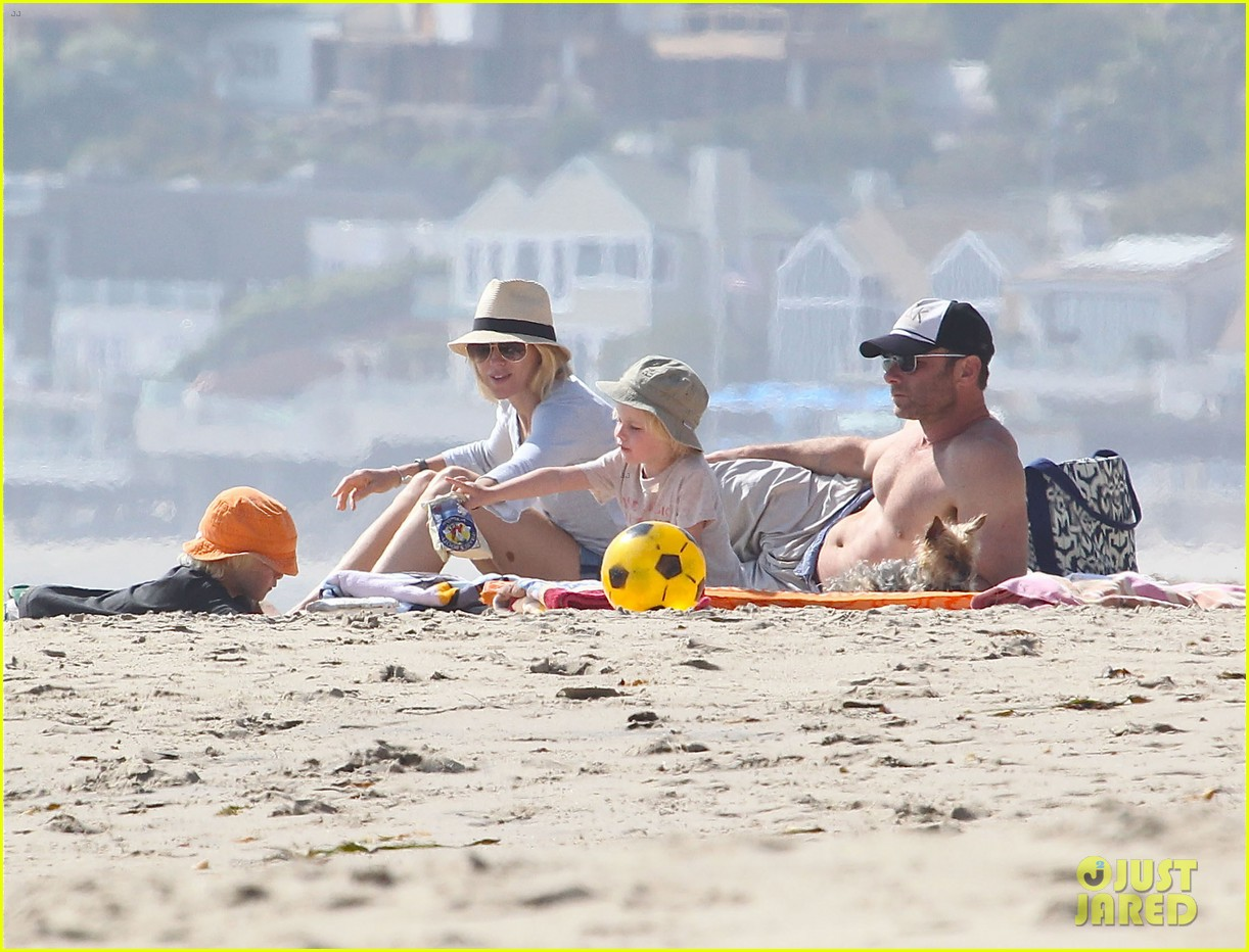 naomi watts shirtless liev schreiber family beach day 17
