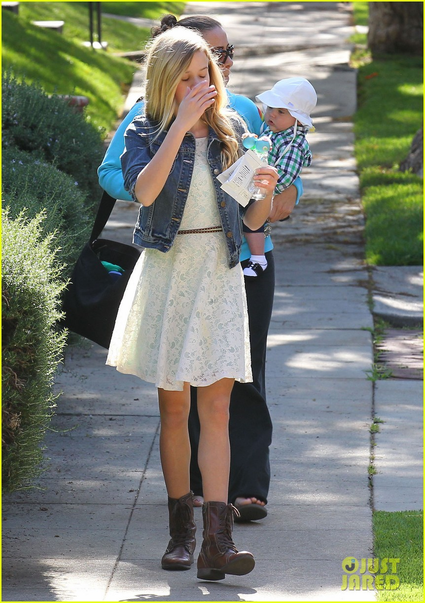 resse witherspoon full family outing 28