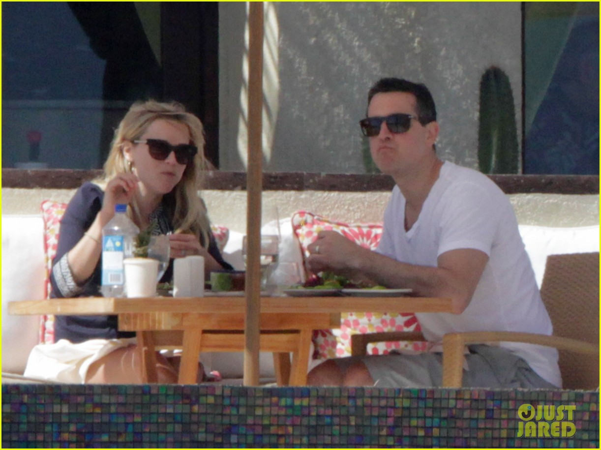 reese witherspoon jim toth birthday trip to mexico 03