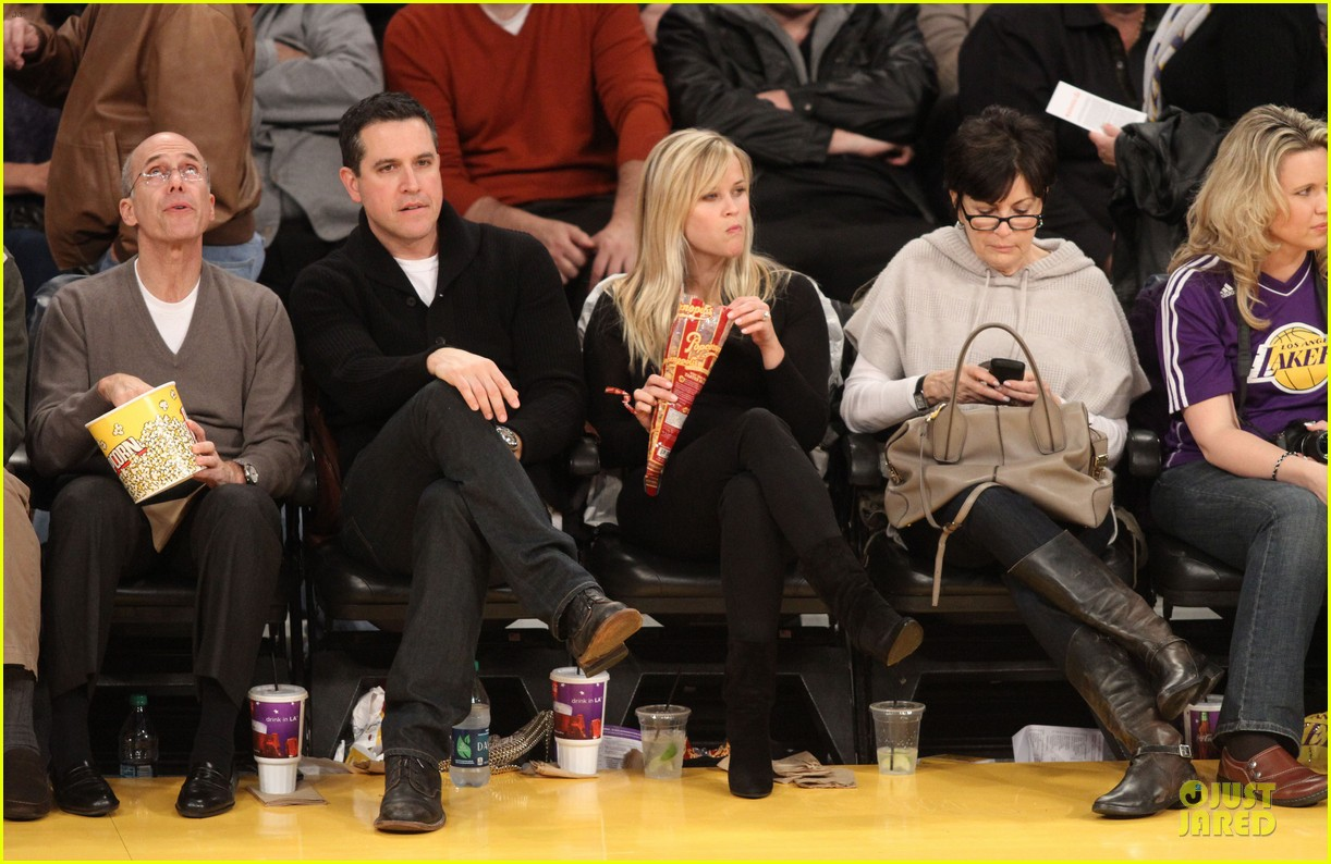 reese witherspoon jim toth lakers game date night 01