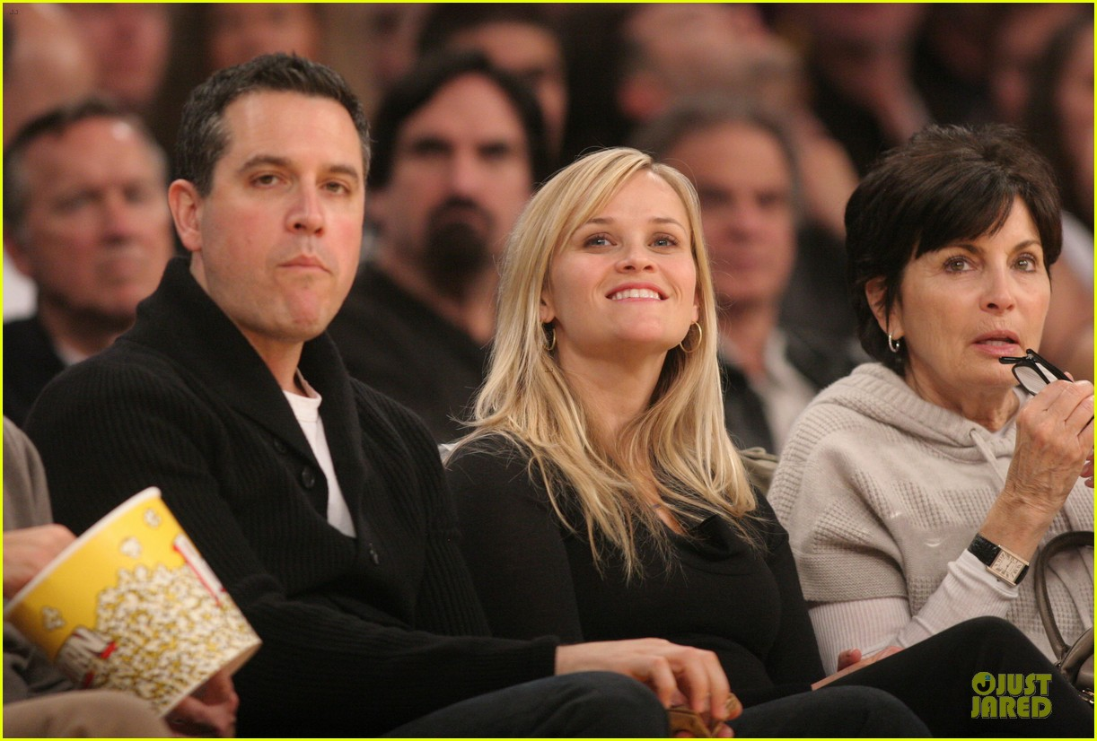 reese witherspoon jim toth lakers game date night 04