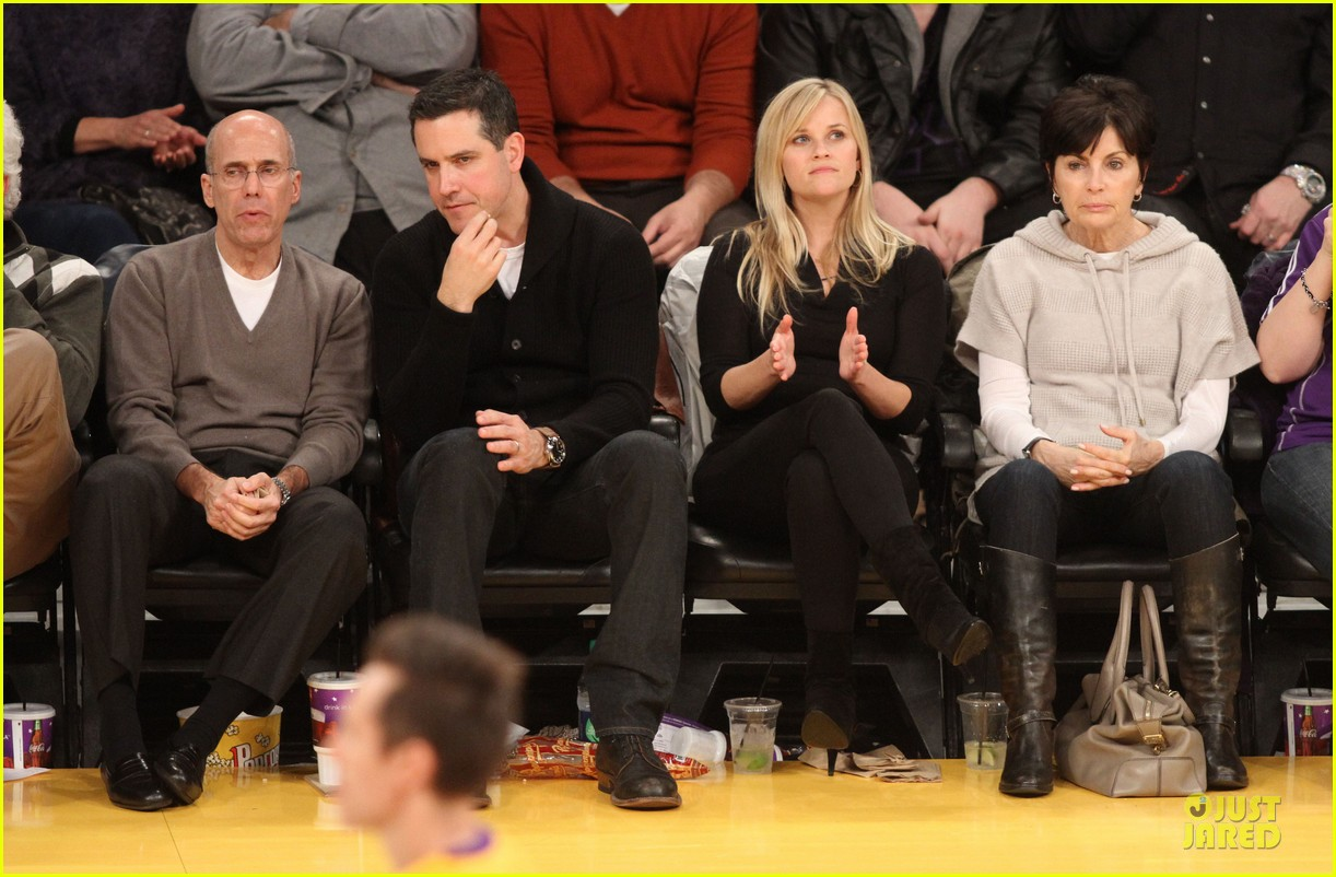 reese witherspoon jim toth lakers game date night 08