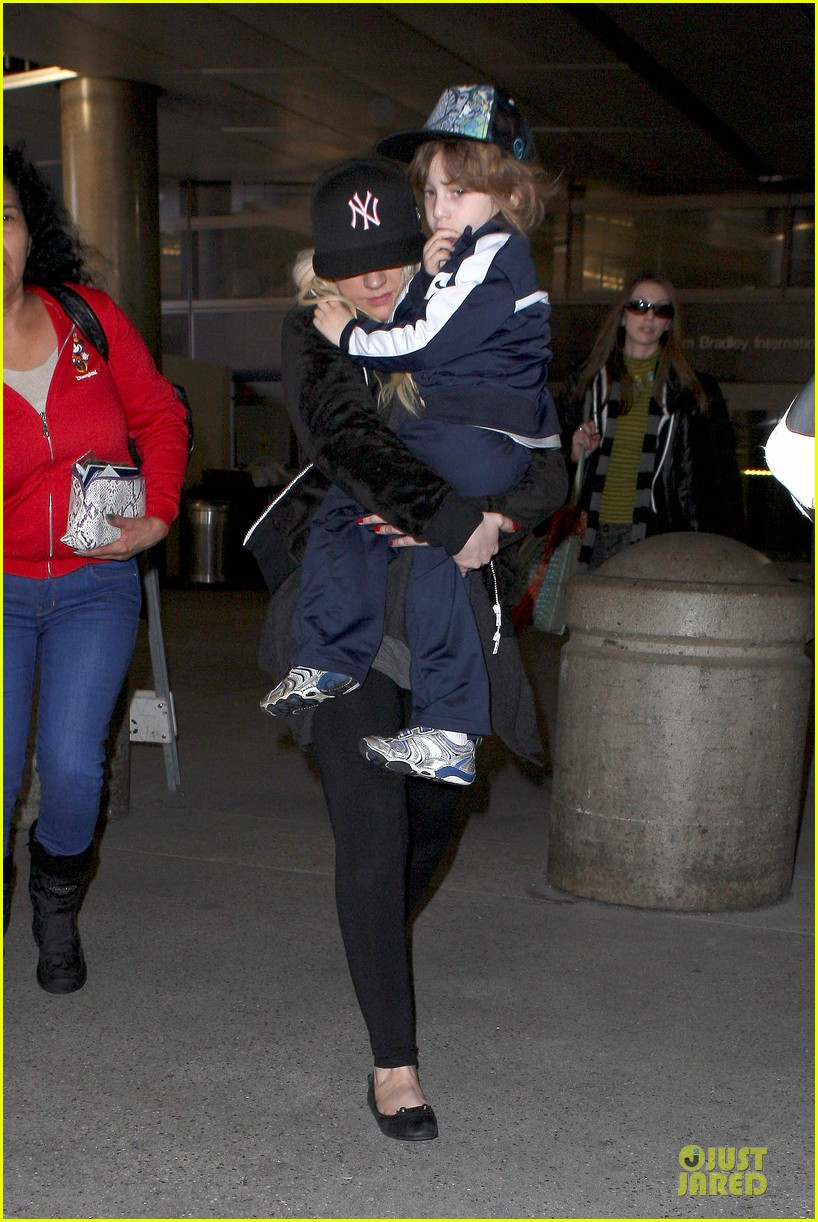 christina aguilera max lax arrival after tokyo heaven 09