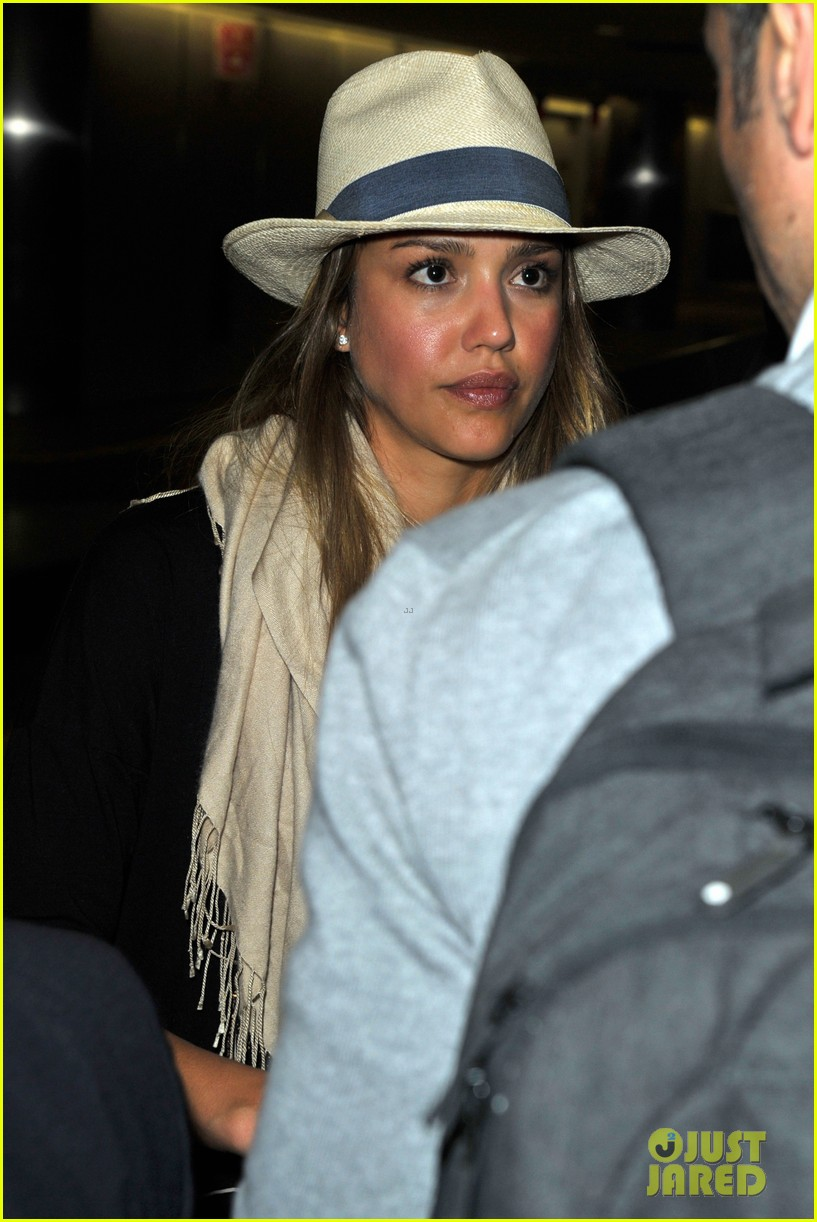 jessica alba cash warren from st barts to lax 02