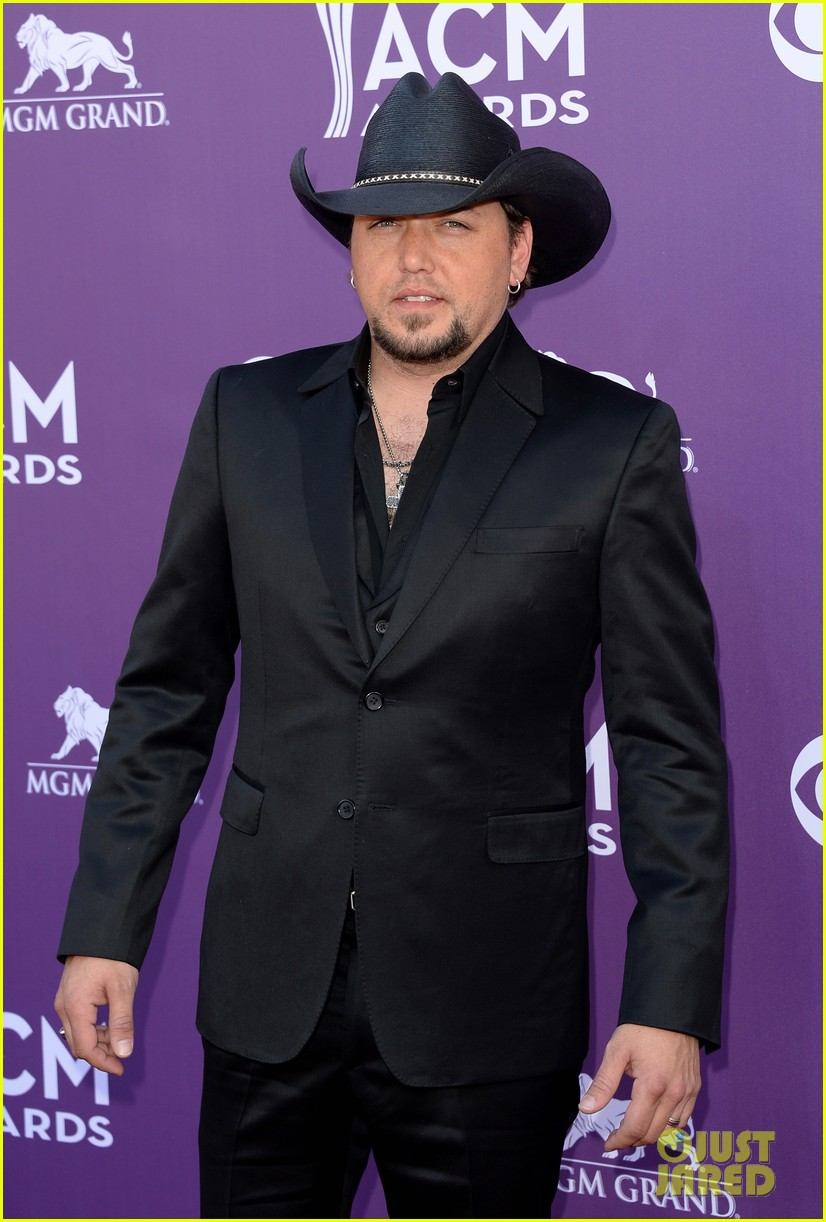 jason aldean acm awards 2013 red carpet 012845138