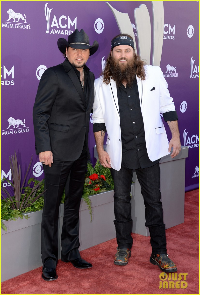 jason aldean acm awards 2013 red carpet 05