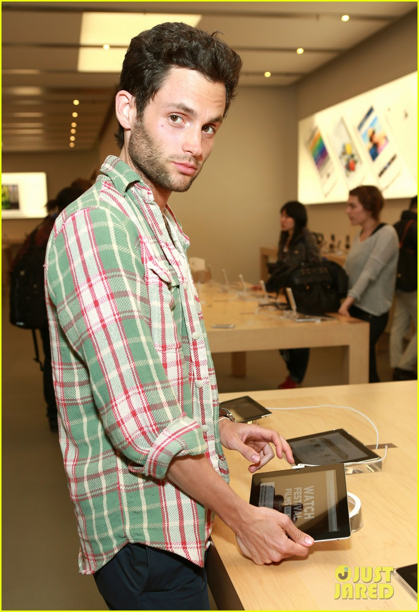 penn badgley greetings from tim buckley apple event 02