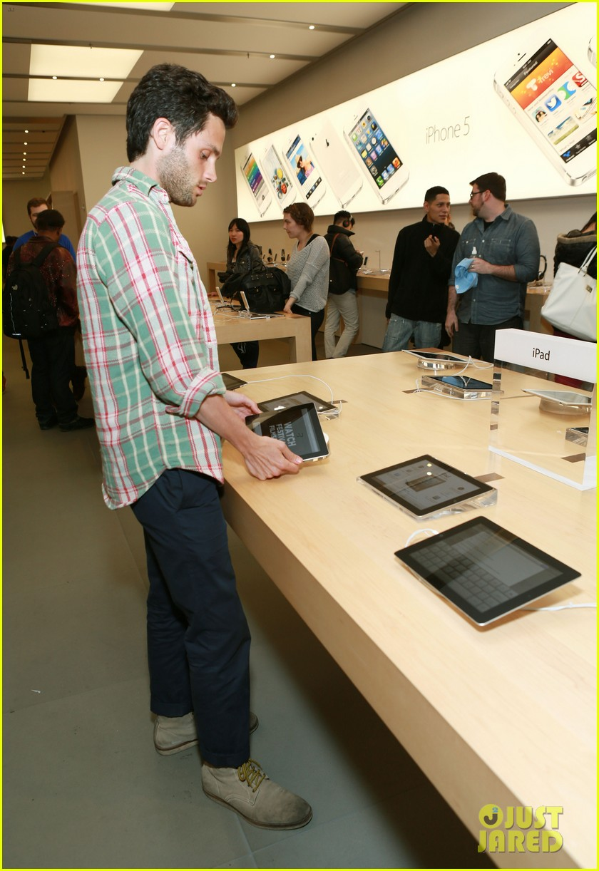 penn badgley greetings from tim buckley apple event 152858312