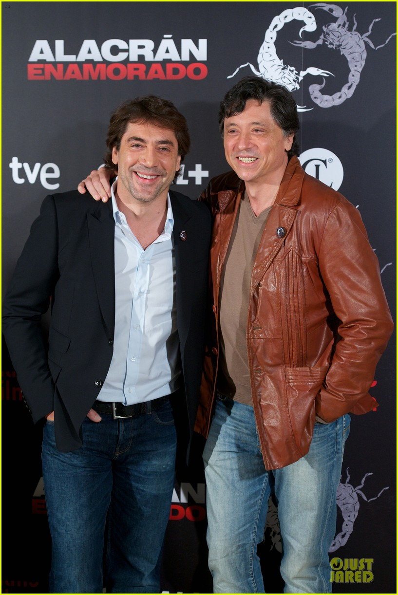 javier bardem alacran enamorado photo call with brother carlos 02