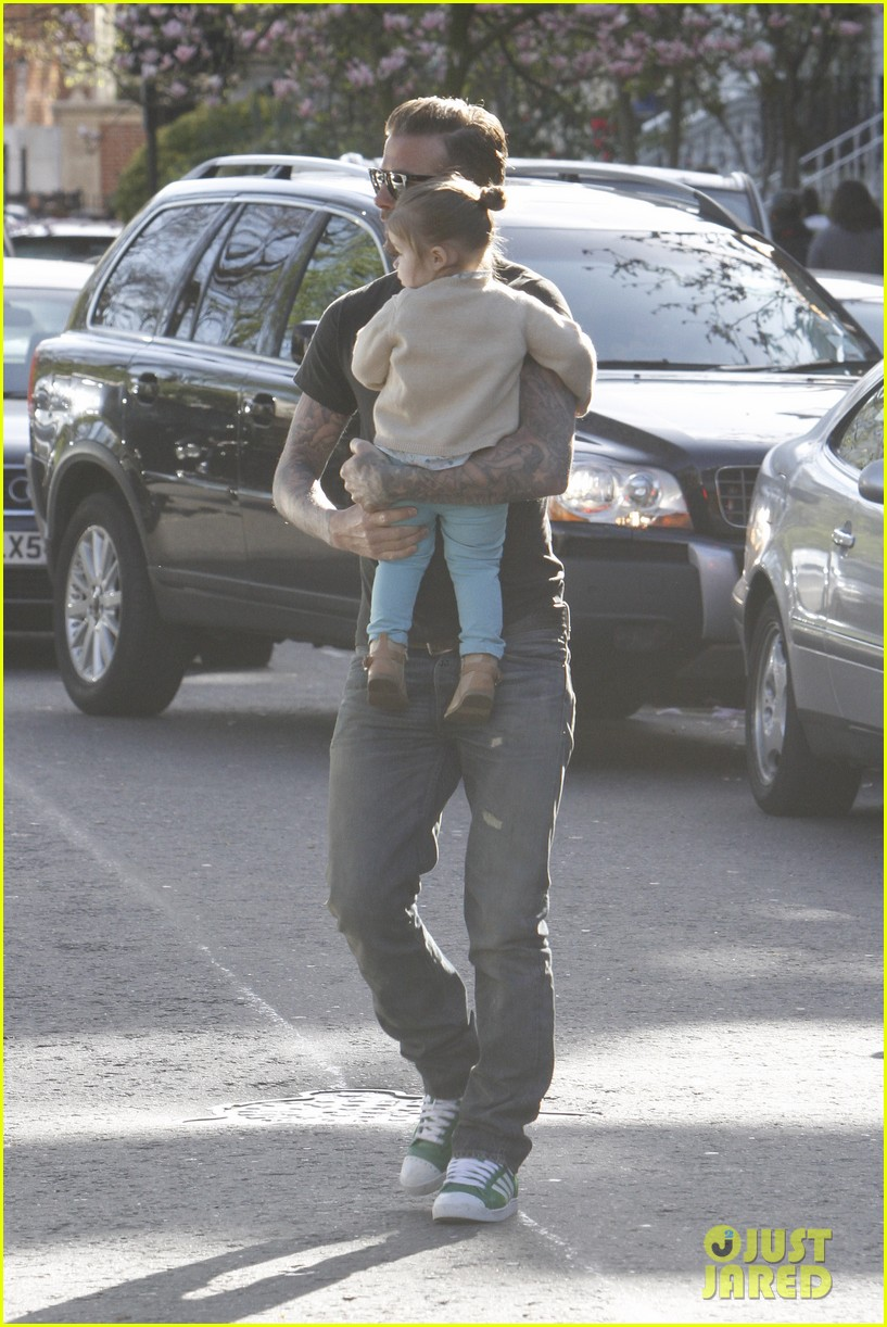 david beckham holds harper close 05