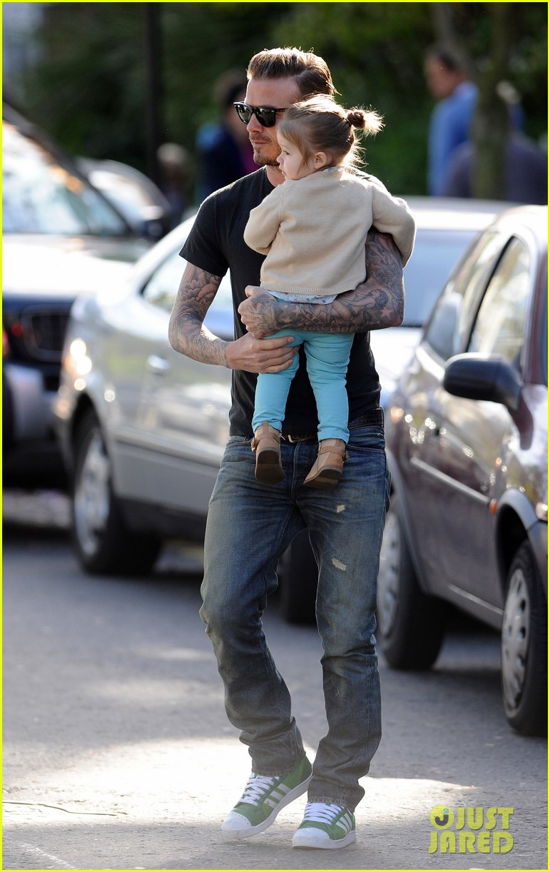 david beckham holds harper close 07