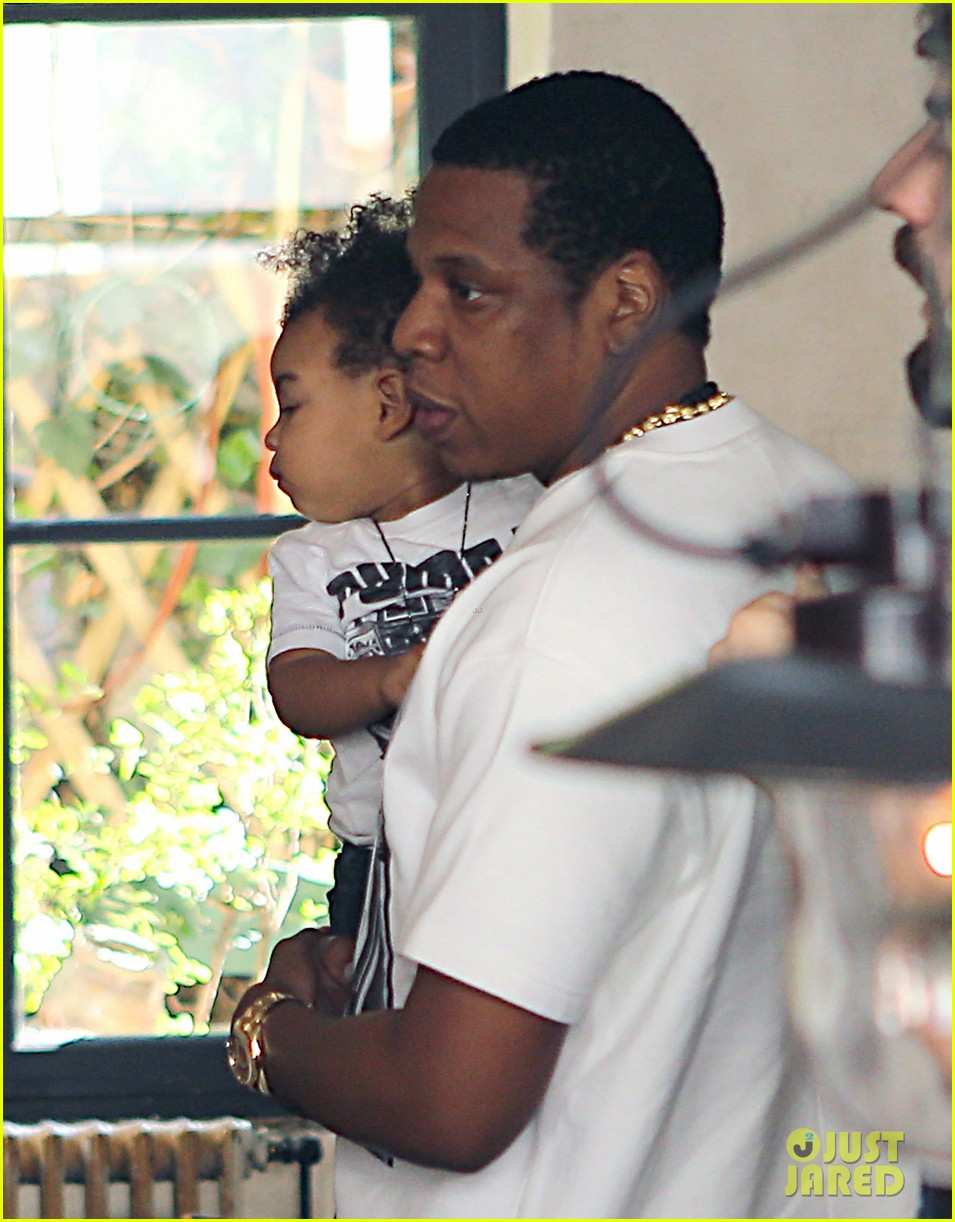 beyonce jay z parisian lunch with blue ivy carter 08