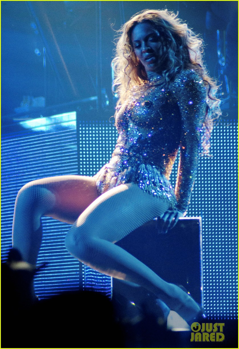beyonce mrs carter world tour first show pics videos 042851196