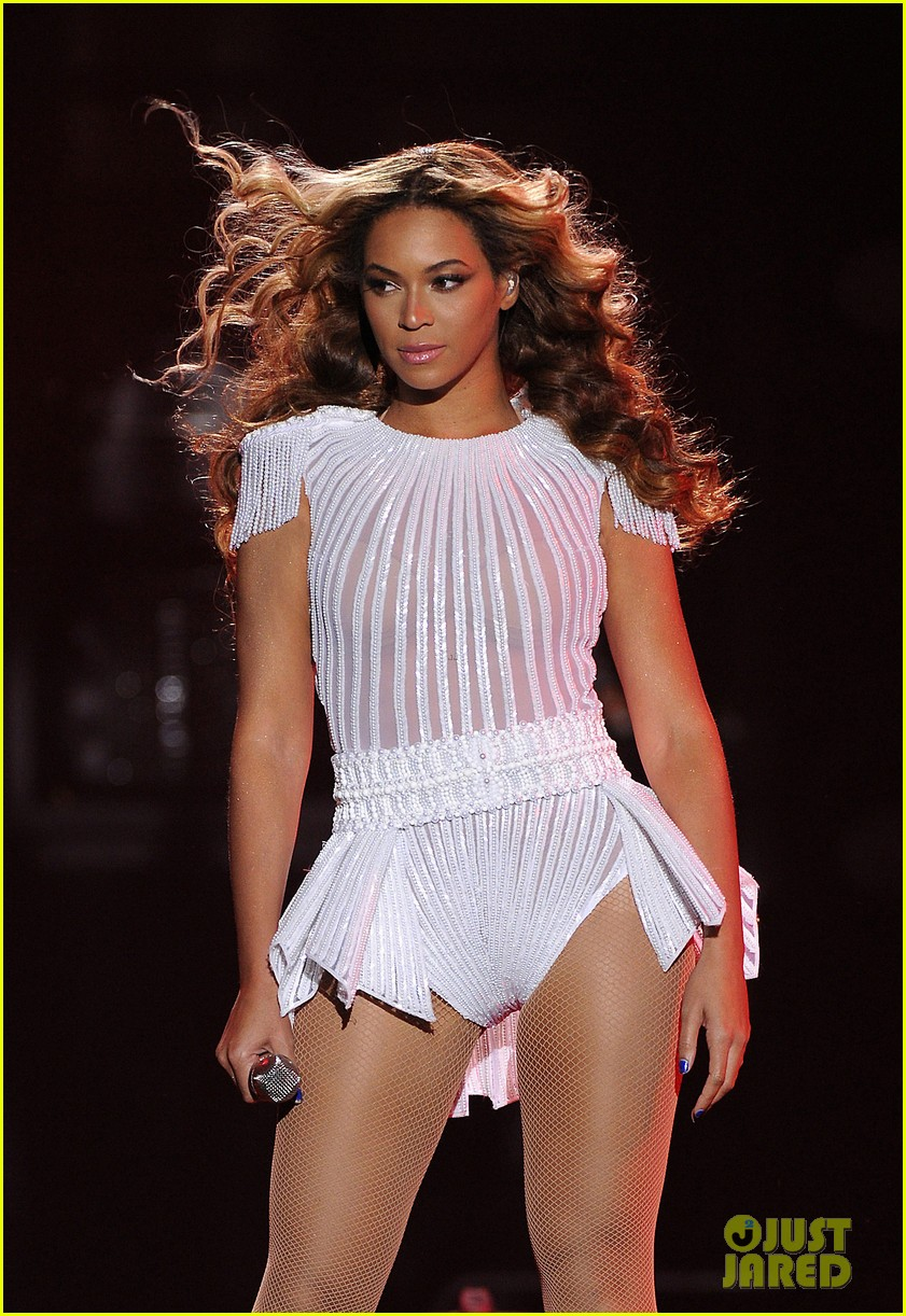 beyonce mrs carter world tour first show pics videos 052851197