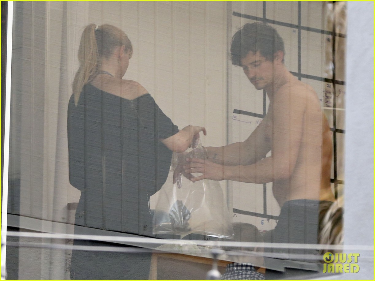 orlando bloom shirtless clothes fitting with flynn 18