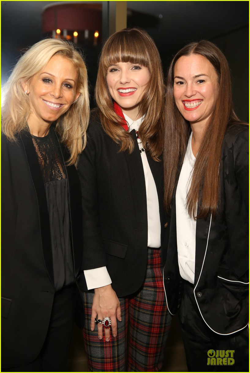 sophia bush michelle trachtenberg smythe spring celebration dinner 02