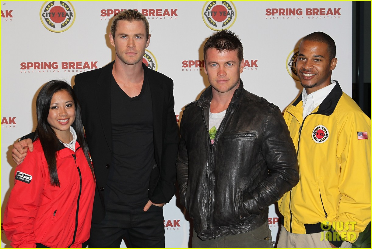 chris liam hemsworth city year los angeles fundraiser 2013 102854656