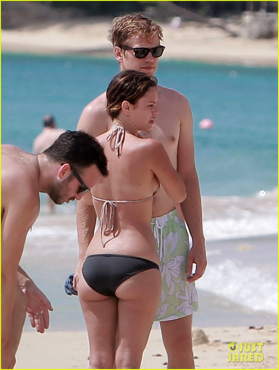 hayden christensen shirtless beach time with rachel bilson 15