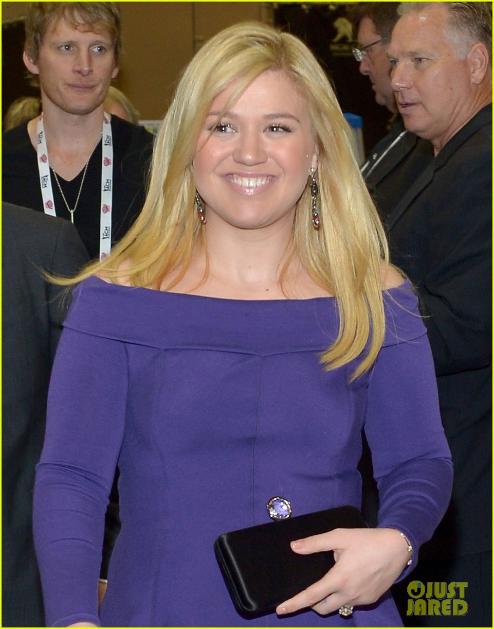 kelly clarkson brandon blackstock acm awards 2013 022845258