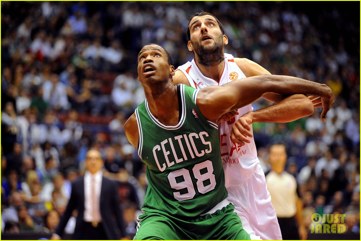 nba player jason collins comes out as gay man 13