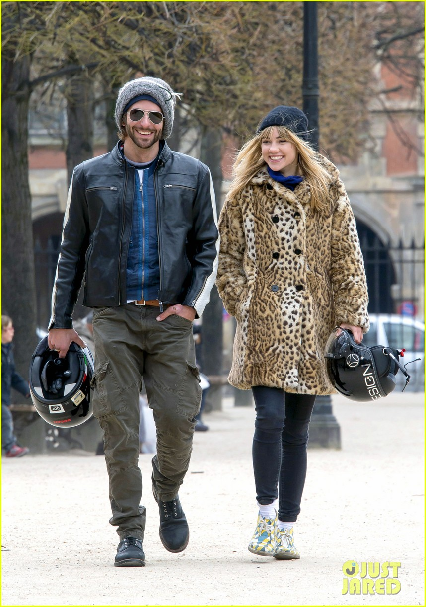 bradley cooper suki waterhouse kiss hold hands in paris 05