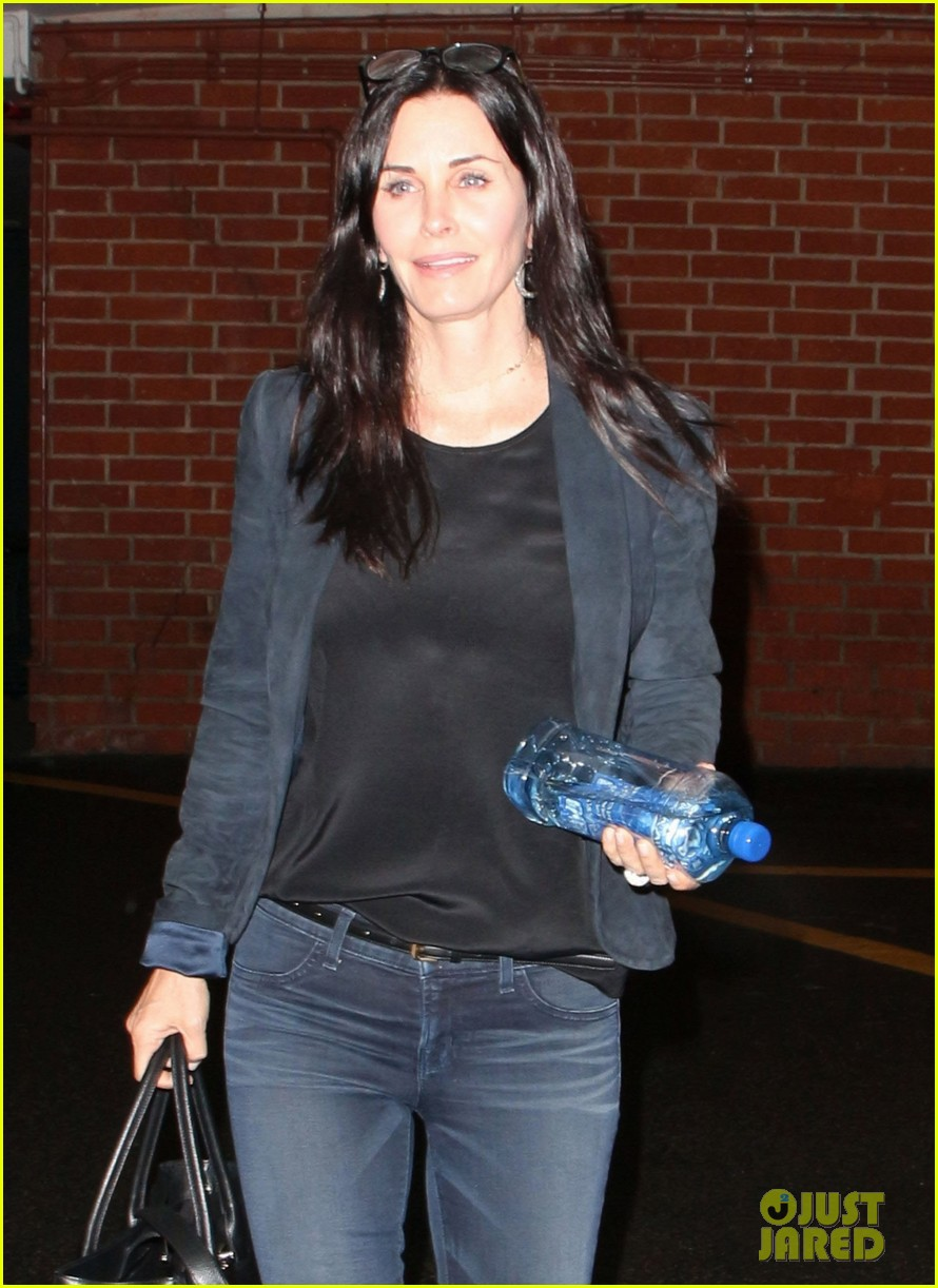 courteney cox stuff is happening on cougar town 022842521