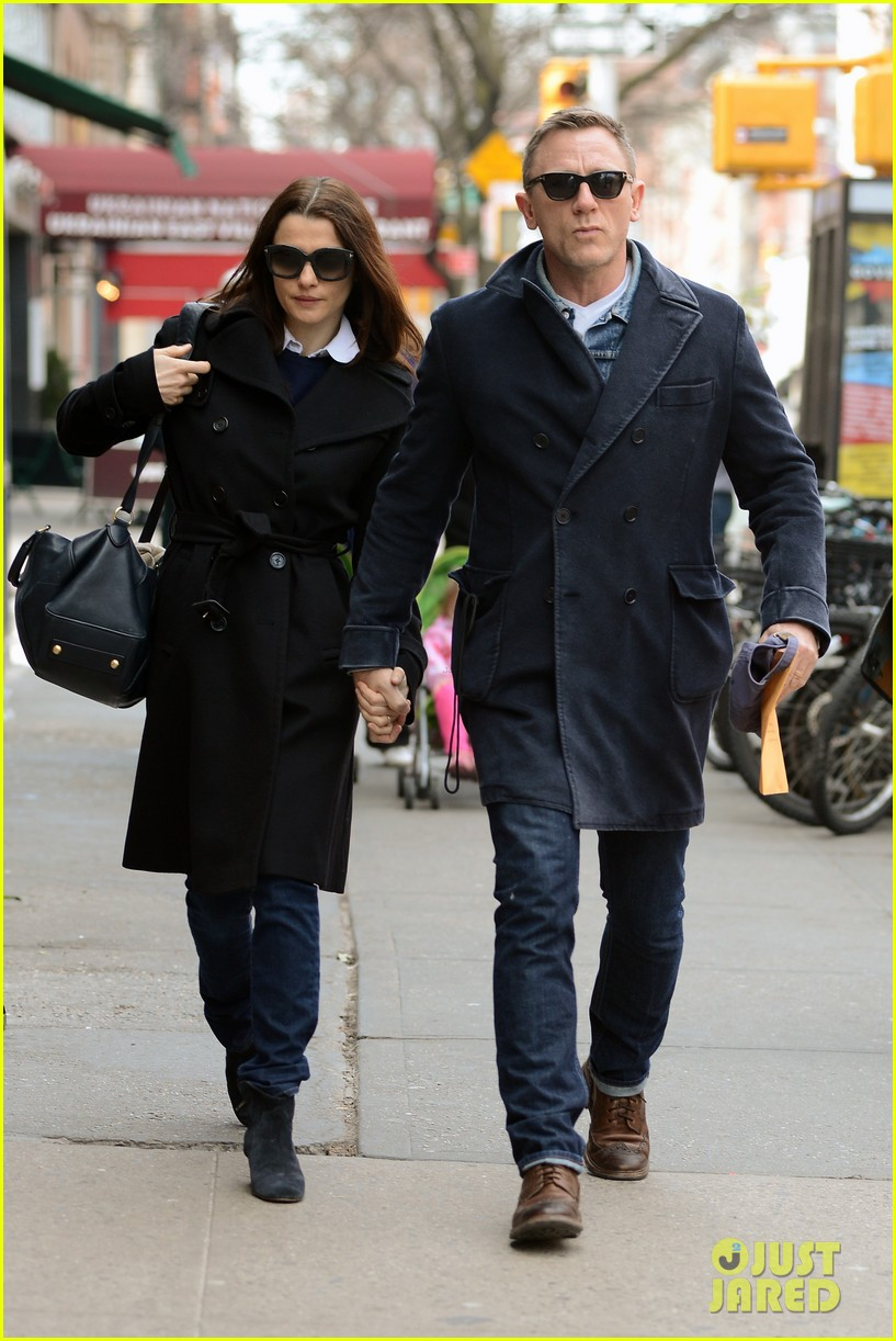 daniel craig rachel weisz hold hands after betrayal news 02