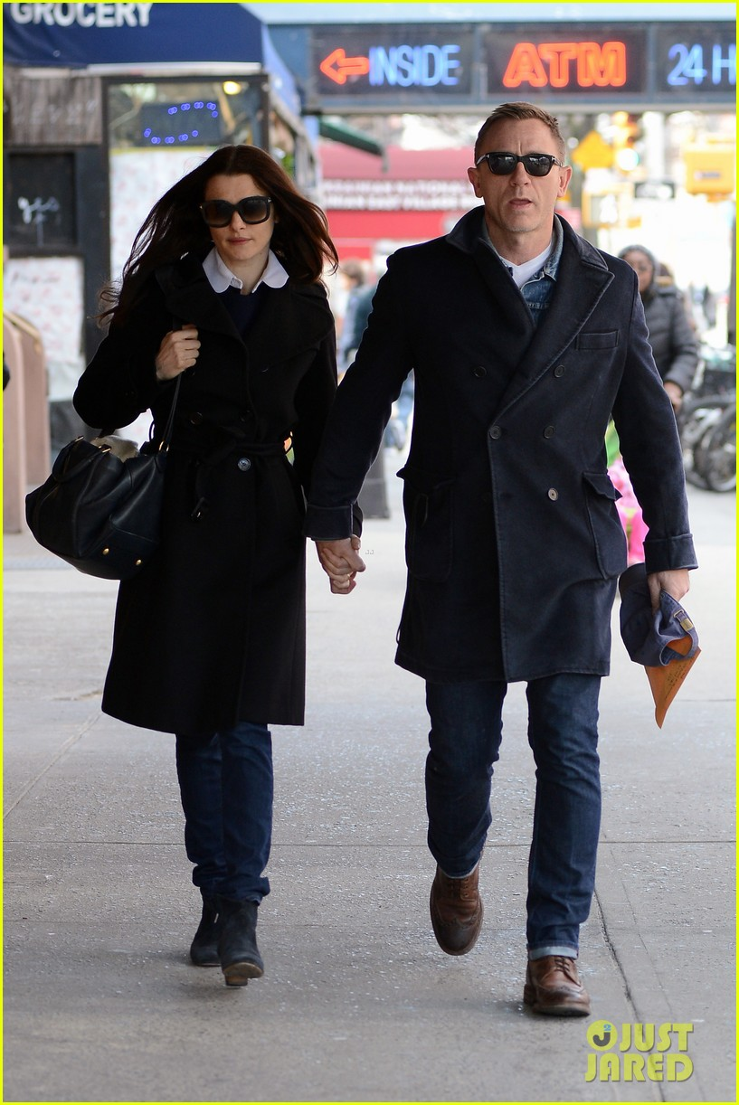 daniel craig rachel weisz hold hands after betrayal news 11
