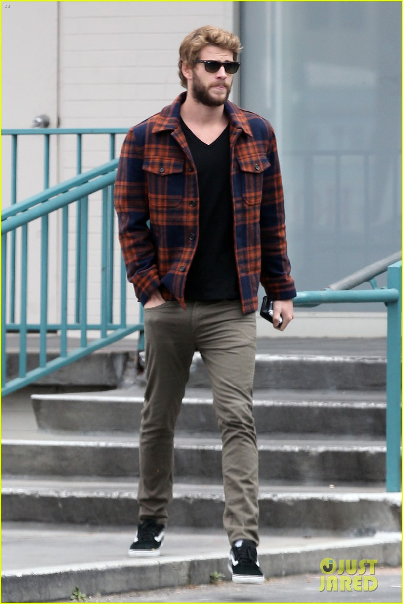 miley cyrus goes to photo shoot liam hemsworth grabs bite to eat 06