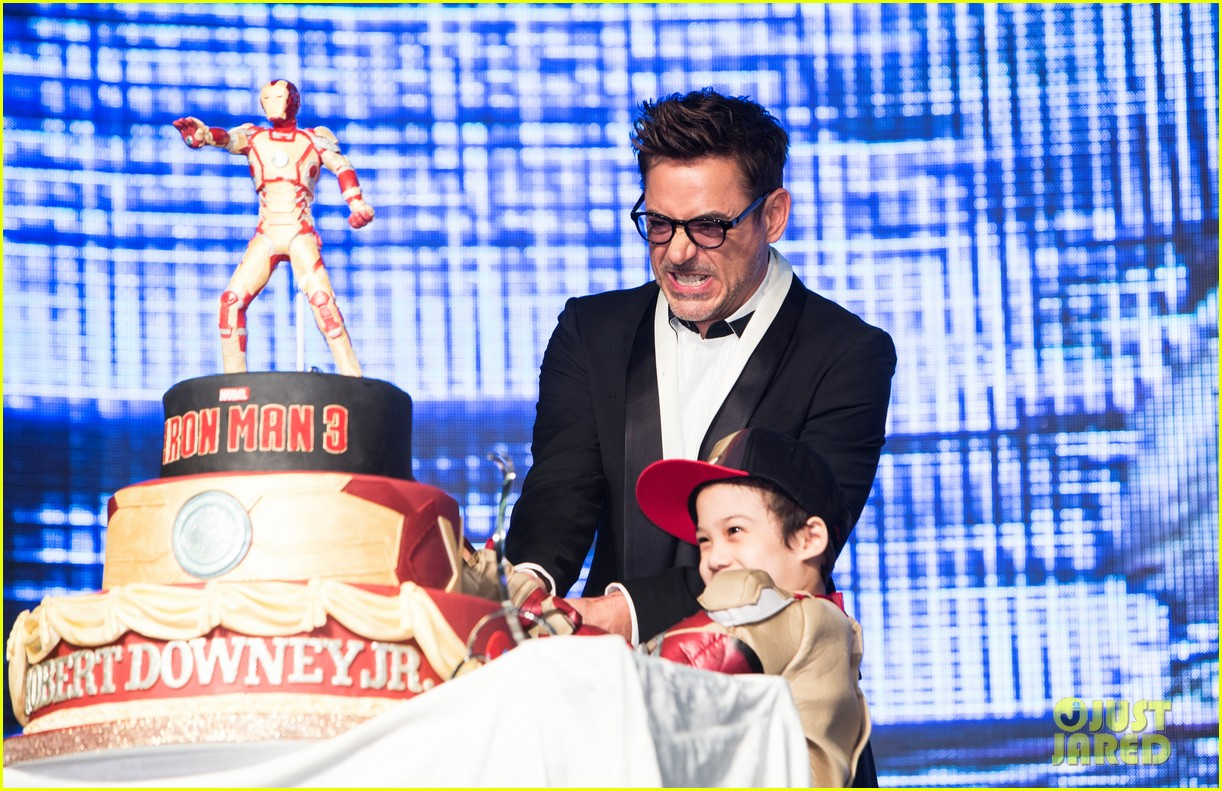 robert downey jr iron man 3 seoul premiere photo call 11