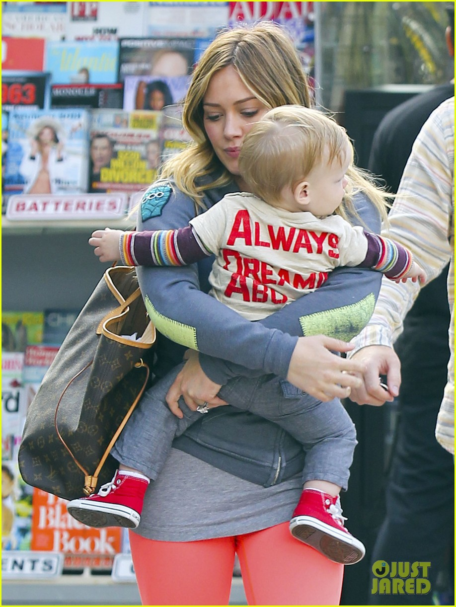 hilary duff mike comrie family breakfast with luca 04