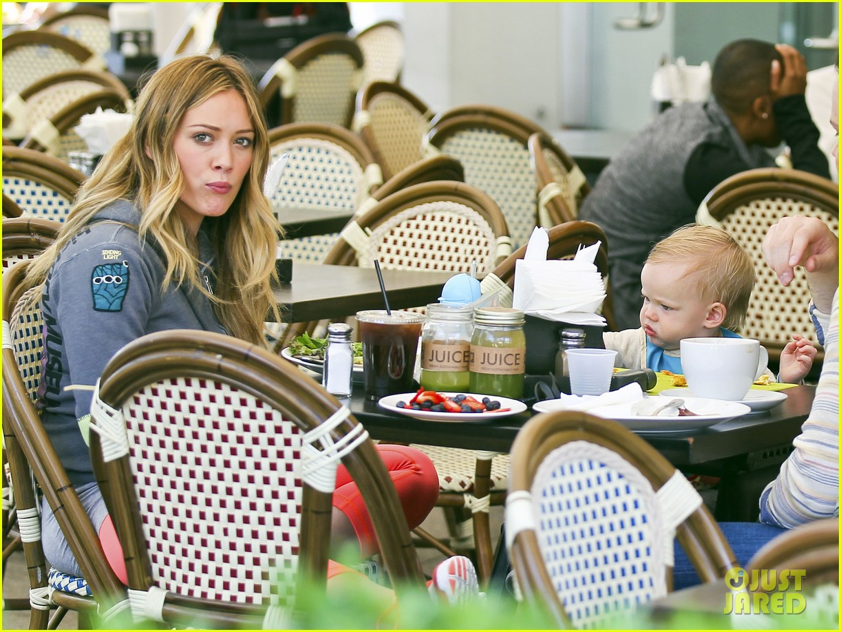 hilary duff mike comrie family breakfast with luca 052844734