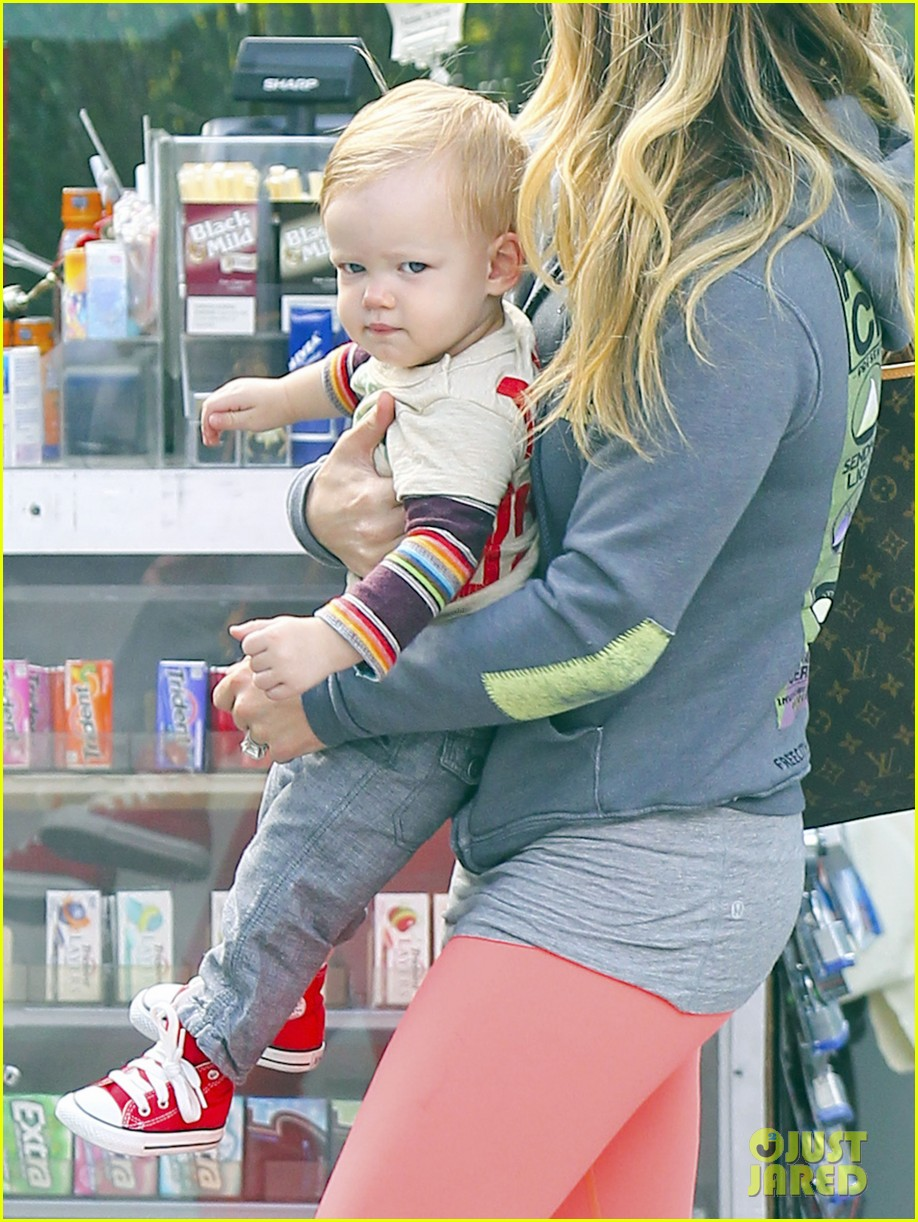 hilary duff mike comrie family breakfast with luca 06