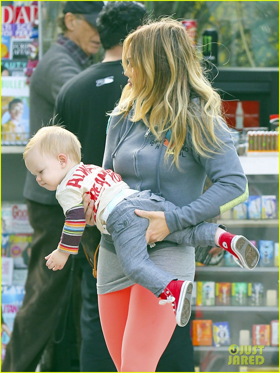 hilary duff mike comrie family breakfast with luca 082844737