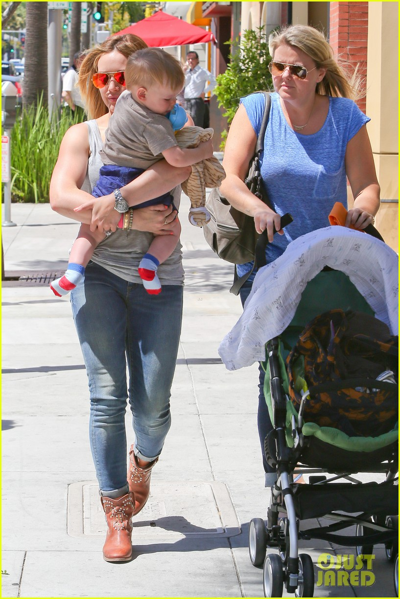 hilary duff sunny afternoons with baby luca 052853572