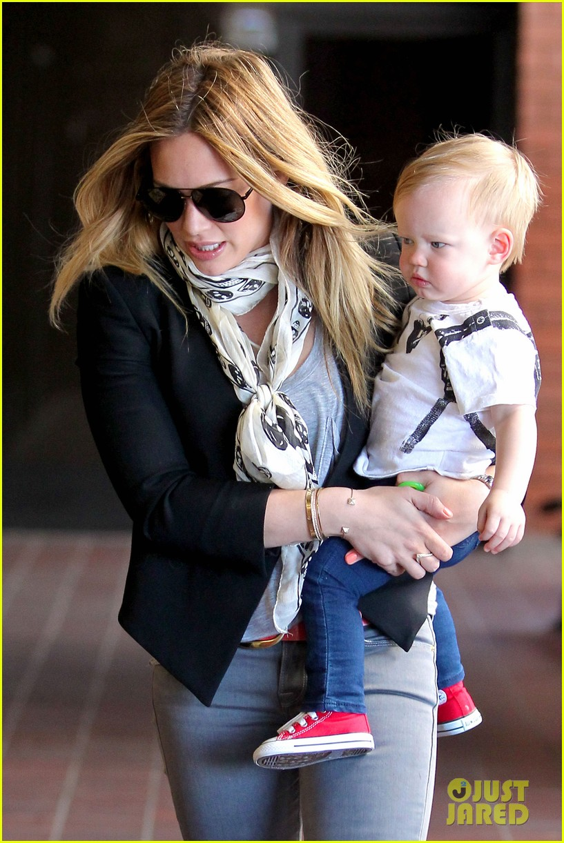 hilary duff sunny afternoons with baby luca 132853580