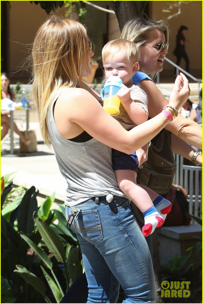 hilary duff sunny afternoons with baby luca 162853583