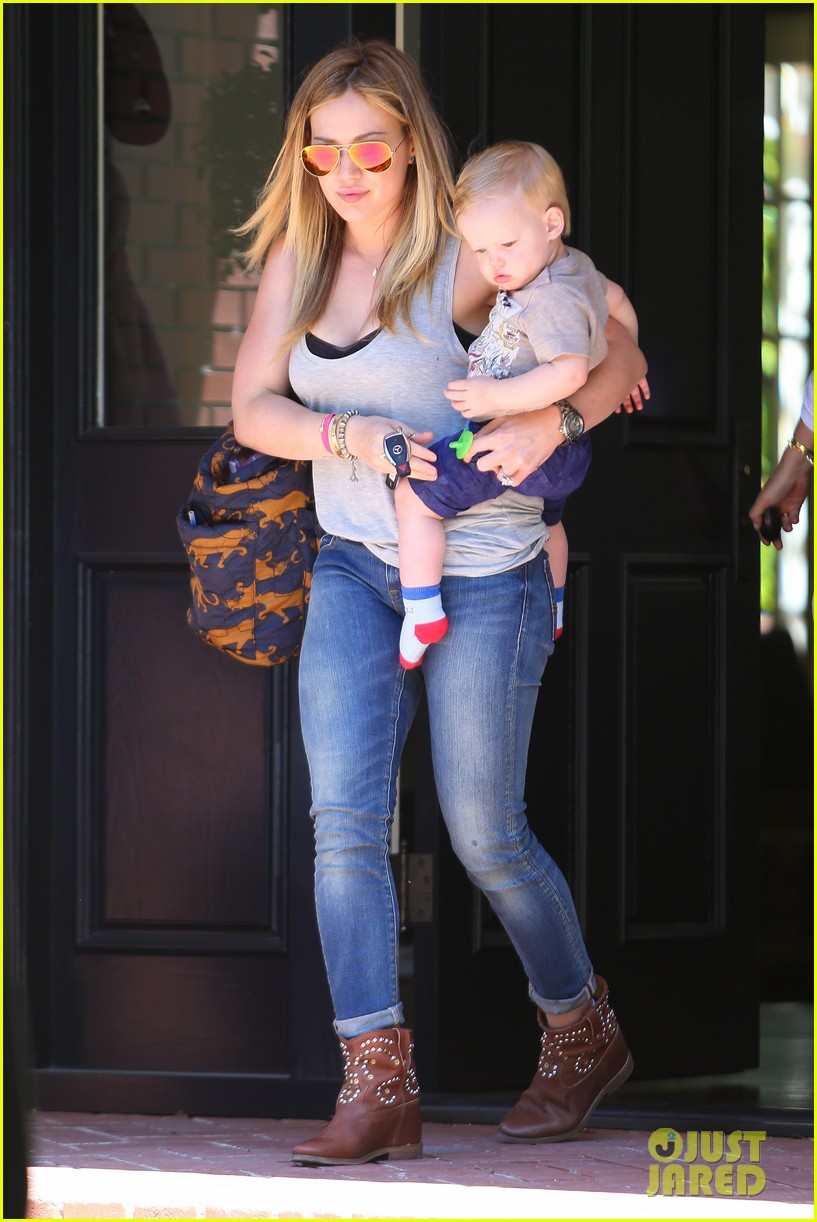 hilary duff sunny afternoons with baby luca 242853591