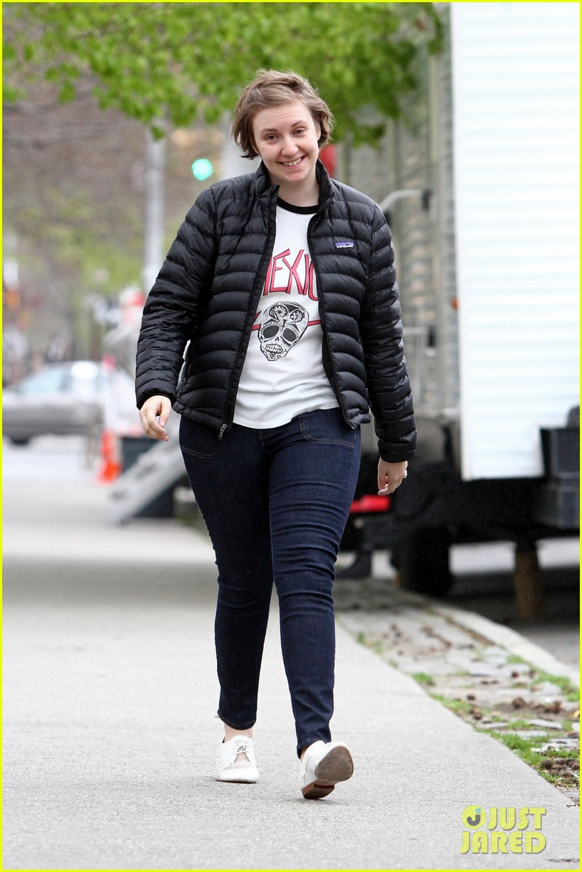 lena dunham allison williams girls set with jemima kirke 012856551