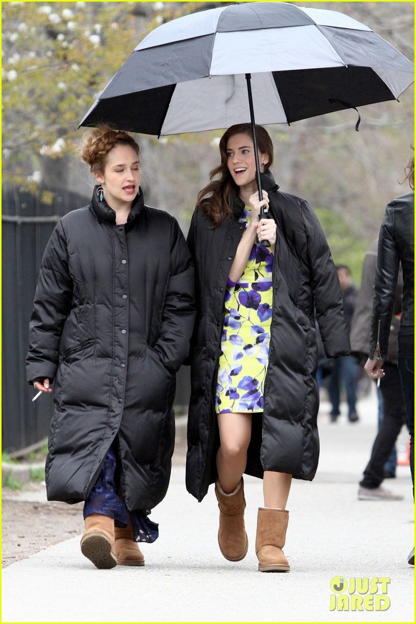 lena dunham allison williams girls set with jemima kirke 03