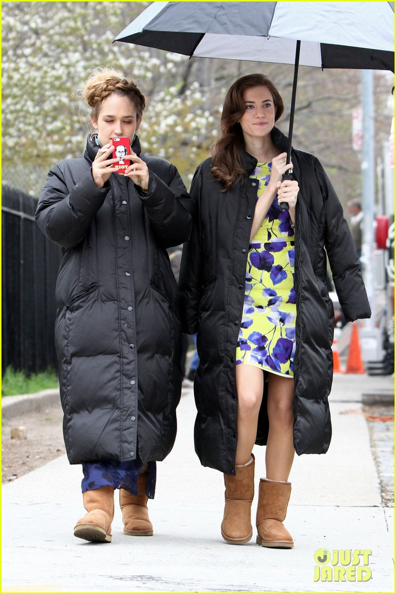 lena dunham allison williams girls set with jemima kirke 04