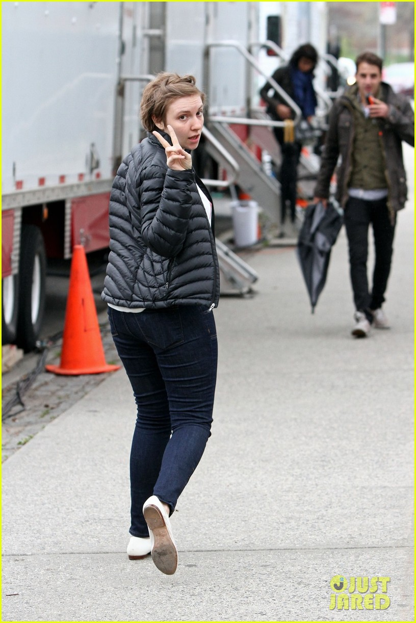 lena dunham allison williams girls set with jemima kirke 052856555
