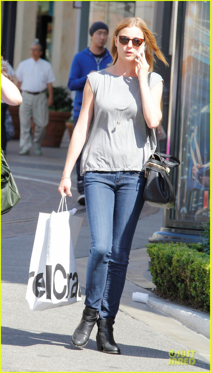 emily vancamp joshua bowman lunching lovebirds 05