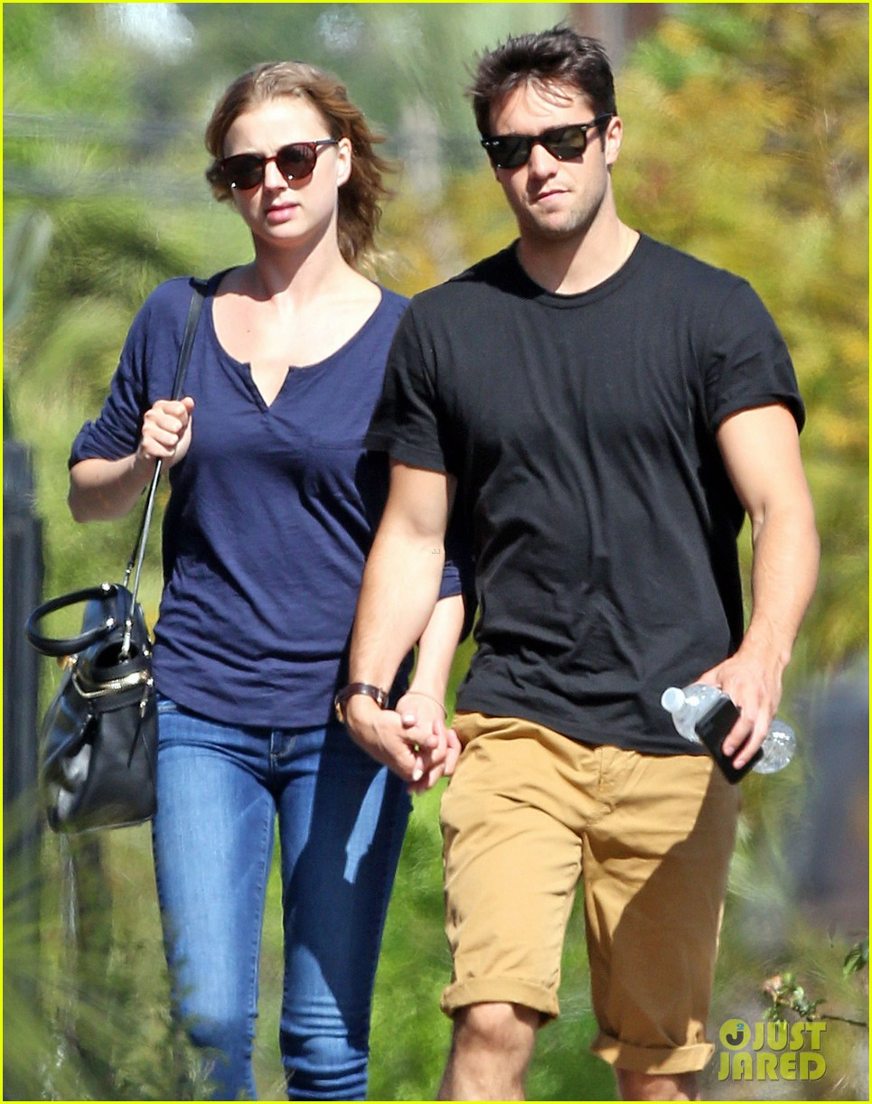 emily vancamp joshua bowman lunching lovebirds 092859131