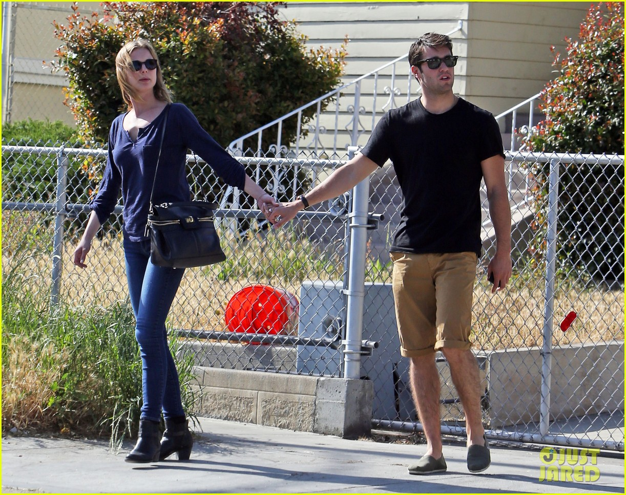emily vancamp joshua bowman lunching lovebirds 14