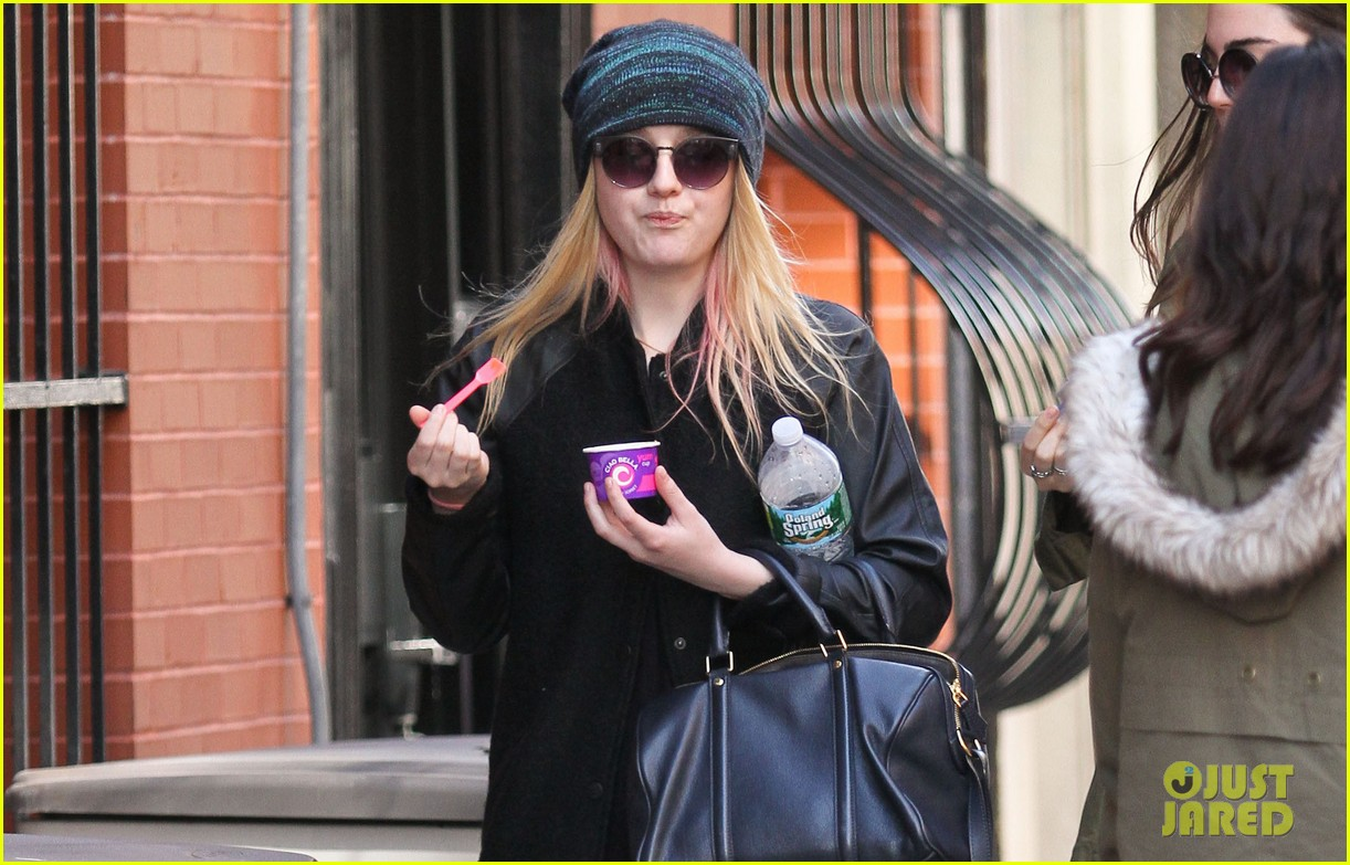 dakota fanning ice cream treat 05