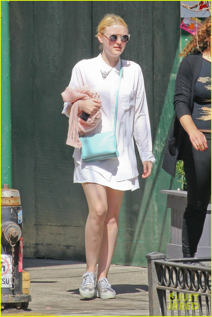 dakota fanning springtime smiles in soho 05