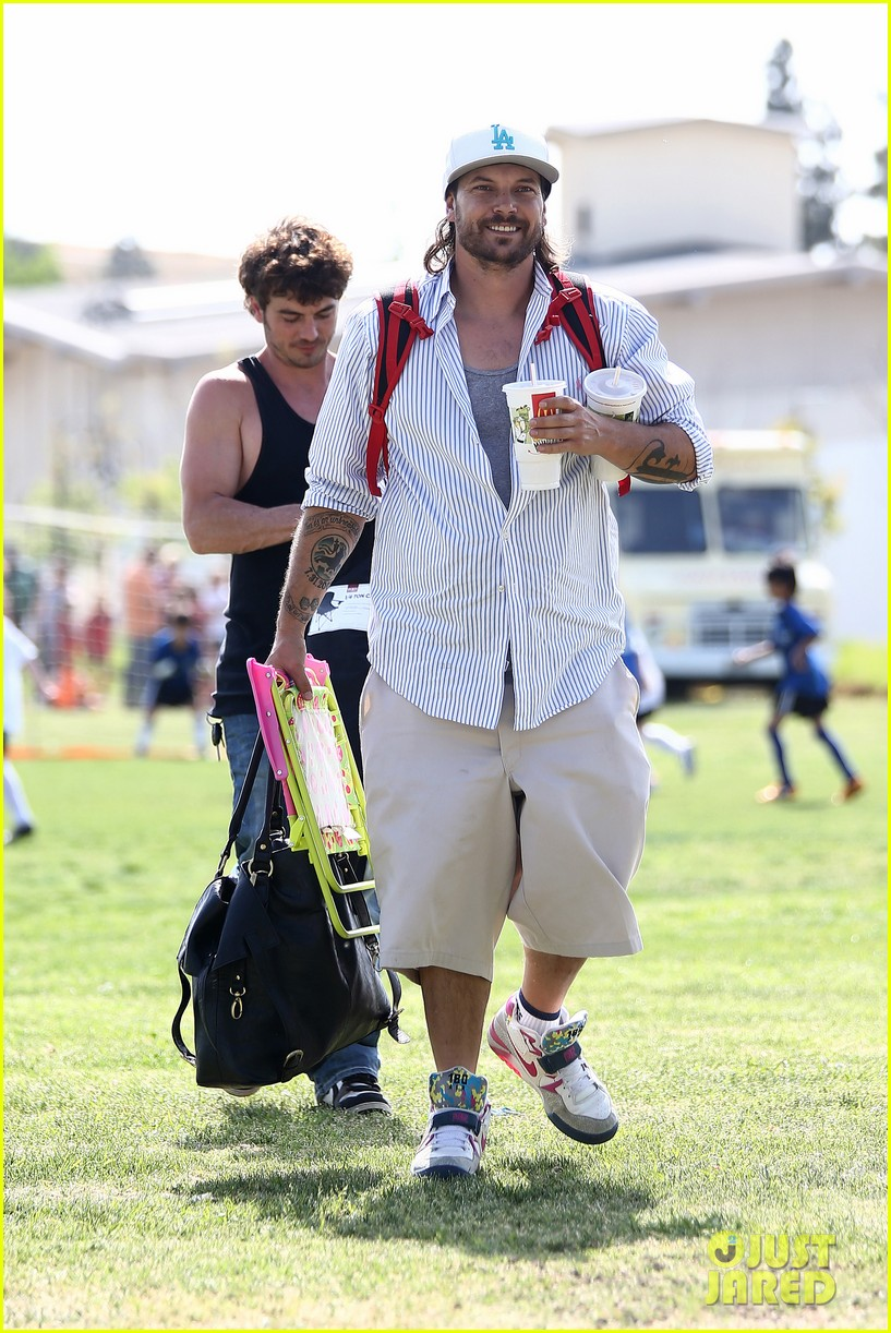 kevin federline cheers sean preston jayden james soccer games 15