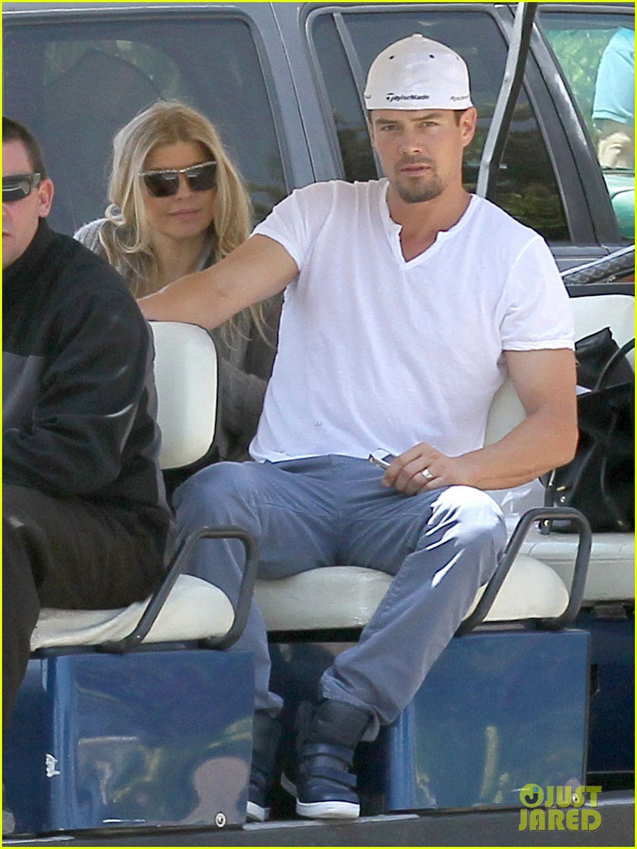 pregnant fergie sisters wedding with josh duhamel 03